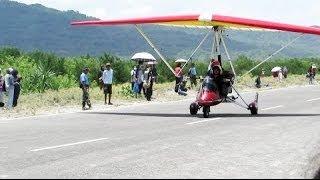 getlinkyoutube.com-Demo Gantole bermesin TRIKE - Jogja Air Show (Acara Pecinta Olahraga Udara/Dirgantara Indonesia)