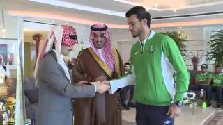 getlinkyoutube.com-تكريم الوليد بن طلال لنادي الاهلي السعودي لحصوله على كاس ولي العهدstudio0047
