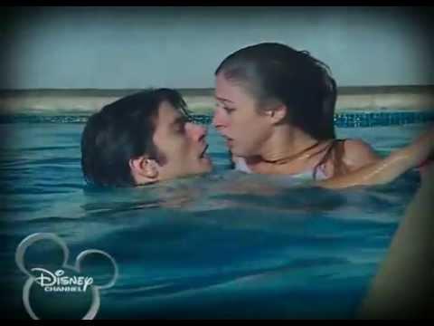 Floricienta - Max salva a Flor en la piscina y primer beso