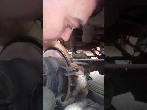 Замена задних колодок Hummer h3