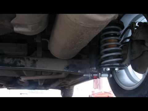 Где у Hyundai Santamo находятся передние амортизаторы