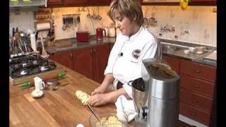 getlinkyoutube.com-طريقة عمل عرايش حلويات جزائرية تقليدية 1