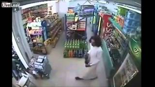 getlinkyoutube.com-Saudi Arabia Supermarket Robbery