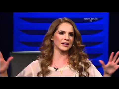 La exitosa actriz venezolana Maritza Bustamante le da un Toc Toc a Jaime Bayly