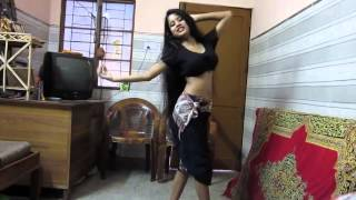 getlinkyoutube.com-CHIKNI CHAMELI At Home :P