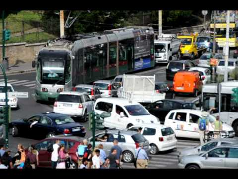 Crazy Rome traffic intersection - Piazza del Colosseo