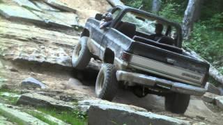 getlinkyoutube.com-K5 Blazer climbing Cherokee Hill at Wheeling in the Country 5-29-11