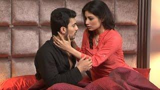 getlinkyoutube.com-Naagin:Shivanya,Ritik's most romantic kissing bedroom scene
