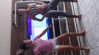 getlinkyoutube.com-Liliana e Amanda dançando axé