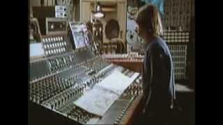 getlinkyoutube.com-Mike Oldfield - All you Need is Love