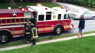 getlinkyoutube.com-First and Second Fire Trucks Arrive On The Scene