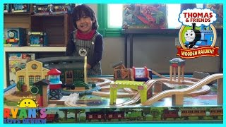 getlinkyoutube.com-Thomas and Friends Wooden Railway Play Table Toy Trains for Kids Ryan ToysReview