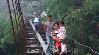 getlinkyoutube.com-VIDEO Siswa dan Warga Lintasi Jembatan Bertaruh Nyawa Di Boyolali