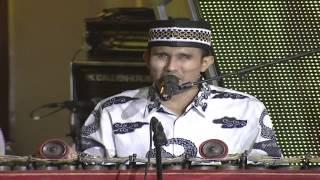 "getlinkyoutube.com-Rasino Mengiringi Ayu Ting Ting Menyanyi "" Pasti Bisa "" - Pahlawan Untuk Indonesia 2014 (10/11)"
