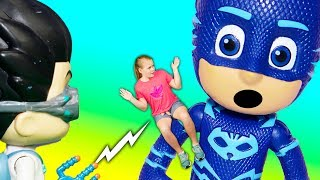 PJ Masks Romeo Turns the Assistant into a Giant and Super Small with Paw Patrol and Vampirina