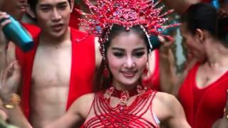 getlinkyoutube.com-กระแต อาร์ สยาม เจออุบัติเหตุกลางกองถ่าย MV 'สะบัด'