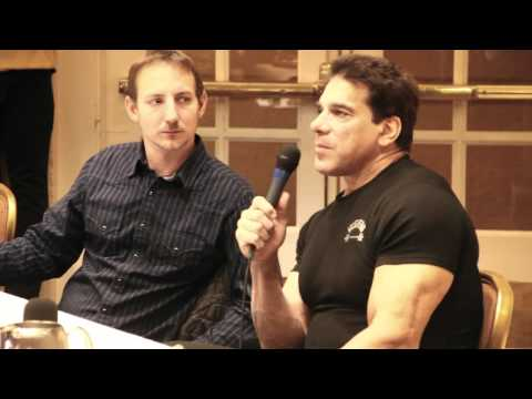 Lou Ferrigno - The Incredible Hulk at Comicon 2011 Albuquerque, NM