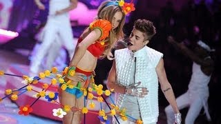 getlinkyoutube.com-Victoria Secret 2012: Justin Bieber - Beauty and a Beat/ As long as you love me LIVE/HD