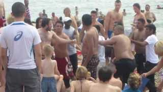 getlinkyoutube.com-Windmilling on Brighton Beach - FIGHT!