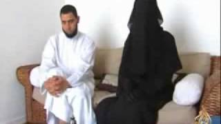 getlinkyoutube.com-انظروا ماذا تفعل هذه المرأه الفرنسيه!!!؟ French womanWearing a headscarf without the request or pressure and the threat of her husband and her family  Femme française