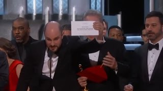 getlinkyoutube.com-Oscars Mistake: Moonlight Wins Best Picture after La La Land Mistakenly Announced | ABC News