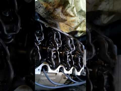 Чери Амулет работа двигателя без клапанной крышки.