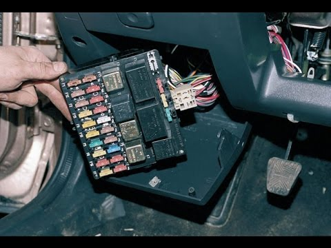 Монтажный блок (предохранители). Снятие. ВАЗ 2110-2112.