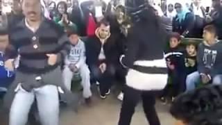 getlinkyoutube.com-ولد يتحدى بنت في رقص في مَصٌر
