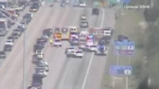 Una persona murió en la I-70 mientras remolcaban su coche.