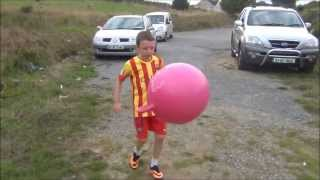 "getlinkyoutube.com-Mini Neymar ""Juggles Everything"" Age 10"