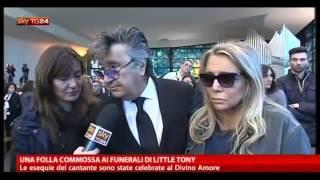 getlinkyoutube.com-Little Tony ; Una folla commossa ai funerali di Little Tony (Divino Amore Roma )30/05/2013
