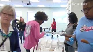 Ted's Café Escondido donó 600 comidas a los estudiantes necesitados de la Escuela Pública de Kansas