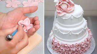 getlinkyoutube.com-Elegant Wedding Cake How To *Decorar con Fondant by CakesStepByStep