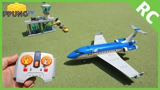 getlinkyoutube.com-LEGO 60104 RC Motorized Airplane & Airport Passenger Terminal by 뿡대디