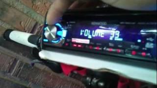 getlinkyoutube.com-Bici con luces de neones y un radio caset de coche con altavoz  max 350watios