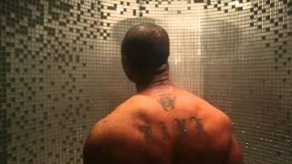 Tank chante sous la douche