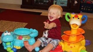 getlinkyoutube.com-Fisher Price Go Baby Go Poppity Pop Dino & Sit-To-Stand Giraffe Comparison