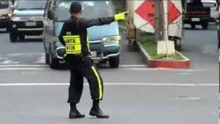 getlinkyoutube.com-Traffic Cop Dance: Michael Jackson Style