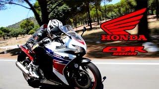 getlinkyoutube.com-Honda CBR 500 R 2015: Prueba a fondo [FullHD]