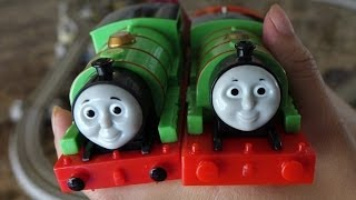 getlinkyoutube.com-Thomas & Friends: Unboxing the New Re-designed Trackmaster Percy