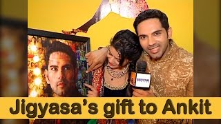getlinkyoutube.com-Ankit Batla recieves a special gift from co-star & friend Jigyasa. From the sets of Thapki Pyar Ki
