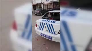 Çocuk kaçırma iddiası üzerine polis araçlarını taşladılar