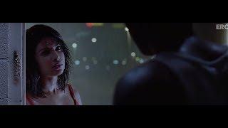 getlinkyoutube.com-Ranbir and Priyanka share an intimate moment | Anjaana Anjaani