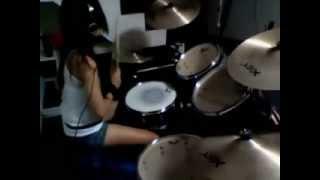 Drummer Cewek