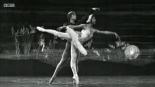 getlinkyoutube.com-Margot Fonteyn and Rudolf Nureyev in Darcey's Ballet Heroes