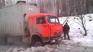 Камаз ломает лёд зимник Таксимо-Уаян