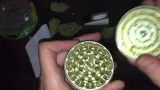 getlinkyoutube.com-Roll a BIG FAT JOINT! Part two!!!
