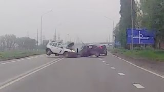 getlinkyoutube.com-Russian Car crash compilation April 2016 week 5