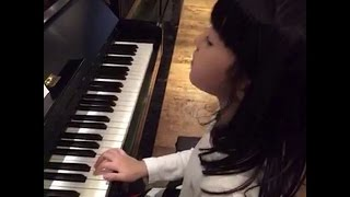getlinkyoutube.com-才女媽咪黃嘉千教女兒 夏天Poppy 彈鋼琴了20160310