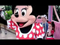 "Minnie Mouse plays ""Ring Around the Rosie"""